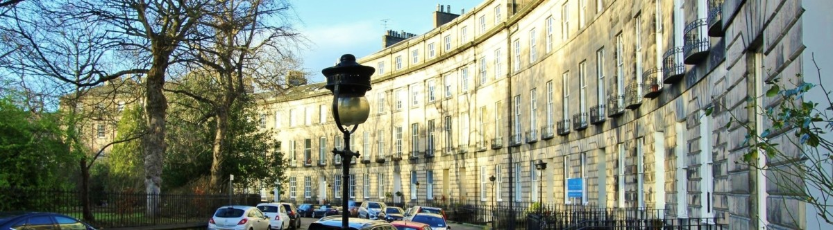 dunpark-to let-crescent-with-board